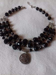 Ожерелье из черного агата с кулоном