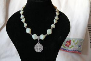 """Ожерелье из чешского стекла с кулоном """"Святой Бенедикт"""""""
