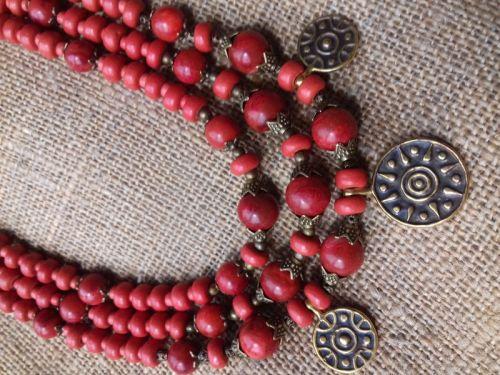 Ожерелье из натурального коралла на три ряда