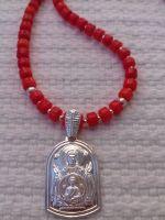 Ожерелье из натурального коралла кораллового цвета и серебряная подвеска