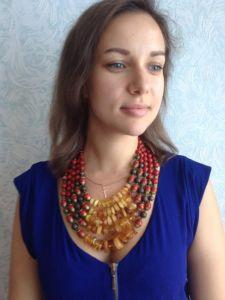Ожерелье из янатря Ожерелье из янтаря и коралла