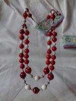 Комплект сережки і намисто з червоного і білого коралу на дві низки