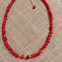 Ожерелье из красного натурального коралла и серебряной фурнитурой