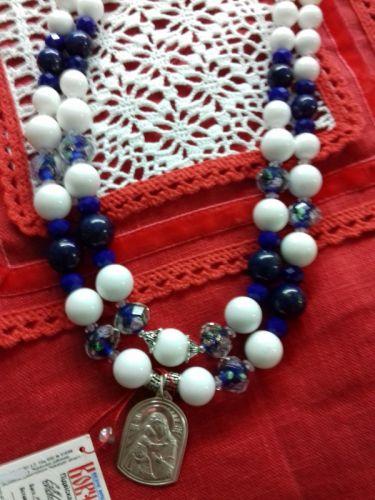 Ожерелье на два ряда из белого агата и синего лазурита и серебряной подвеской