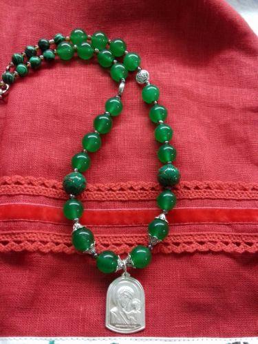 Ожерелье из зеленого хризопраза и серебряной подвеской