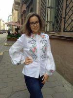 Рубашка из белого льна ручная вышивка крестиком цветы