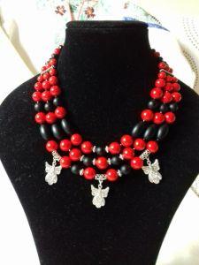 """Комплект Серьги и Ожерелье красно-черное на 3 ряда с тремя подвесками """"Ангел"""""""