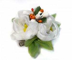 Брошки ручної роботи Брошка заколка з білими квітами