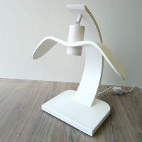 Деревянная настольная лампа. Современный дизайн в виде птицы. Ручная работа лампы в двух цветах: белый и лакированный натуральный