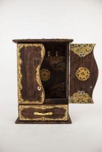 Костюк Эдуард Декоративная деревянная настенная ключница