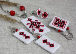 Коцкулич Татьяна Комплект украшений в украинском стиле для нее и него Украинские украшения красный черный