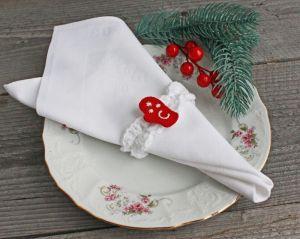 Коцкулич Татьяна Новогодние кольца для салфеток именные Новогодний декор белый красный