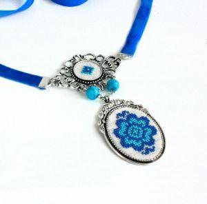 Ожерелья и колье ручной работы Колье с бирюзой на бархатной ленте Украшение под вышиванку