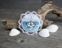 Морская брошь бохо с кружевом Голубая летняя брошь кораблик Подарок путешественнику  на удачу