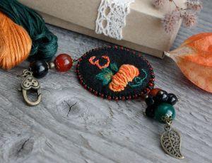 Разное Осеннее украшение для сумок с монограммой и камнями Маячок для ножниц