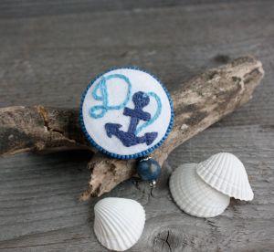 Броши ручной работы Синяя брошь якорь Именная морская брошка бохо с лазуритом Именной подарок для девушки