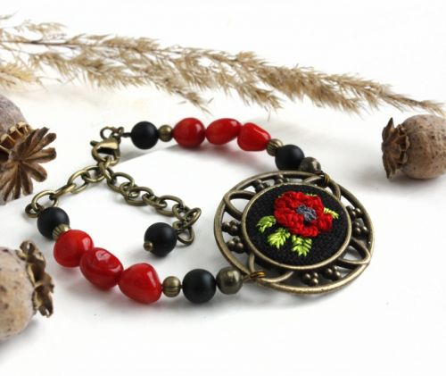 Браслет с кораллом и агатом Красный мак