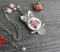 Розовый кулон сова на цепочке вышитый кулон со стразами (губчатый коралл)