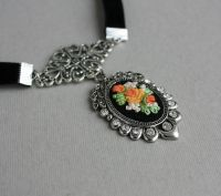 Черный кулон со стразами на бархотке Оранжевые розы