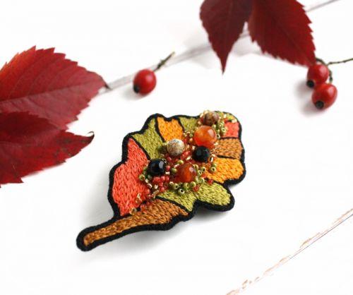 Осенняя брошь на палантин Дубовый лист