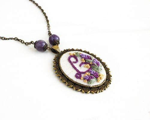 Іменний кулон на замовлення Фіолетовий кулон з літерою, аметист