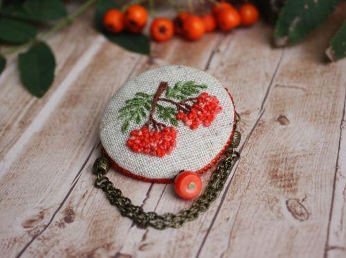 Осенняя брошь бохо с рябиной Лен, ручная вышивка, коралл - изображение 1