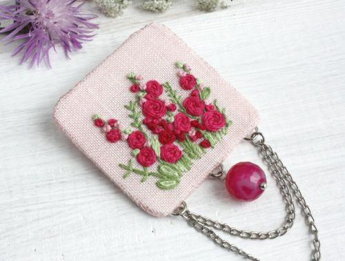 Брошь бохо вышитая розовая Стройные мальвы вышитые украшения (агат)