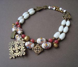Ожерелья и колье ручной работы Белая орхидея