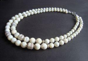 Ожерелье из белого перламутра