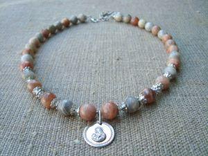 Ожерелье из солнечного камня