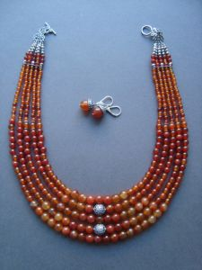 Ковальчук Тамара Сердоликовой ожерелье с серьгами