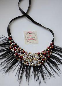 Ковалив Антонина Ожерелье из страусиным перьям и бусинами