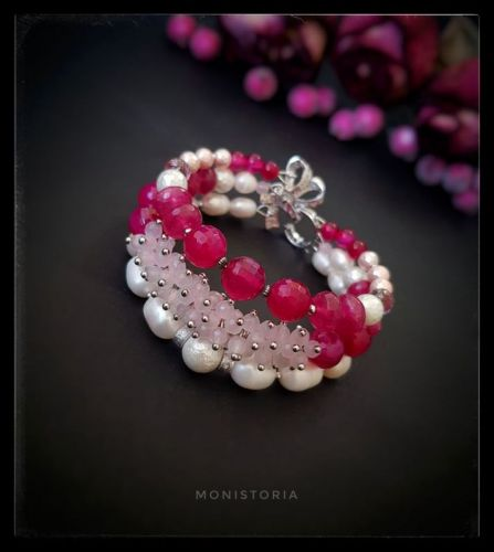 Браслет з рожевого кварцу, топазу, перлів та агату.