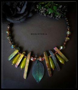 Ожерелья и колье ручной работы Бусы со скелетированным листиком, агатом, хризолитом, лабрадором и вулканической лавой.