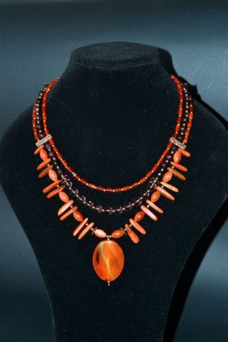 Ожерелье из авантюрина, агата, граната и сердолика