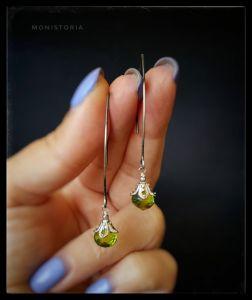 Cережки з зеленим каменем Срібні сережки з хризолітом
