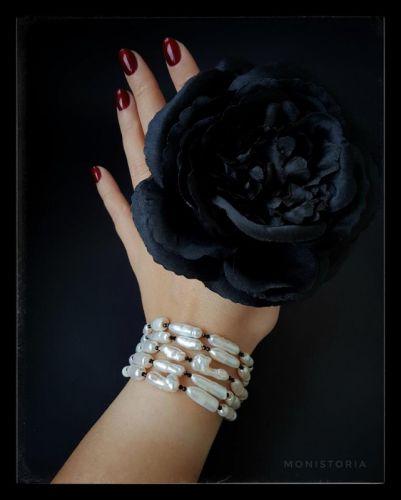 Браслет з перлами біва та чорною шпінеллю