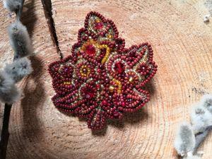 Красная брошь Кленовый лист
