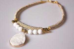 Ожерелье из бисера Цвет черемухи