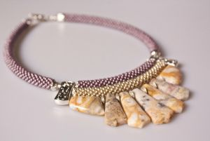 Ожерелье из бисера Кружева