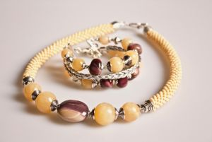 Песок на щеке (комплект: ожерелье и браслет)