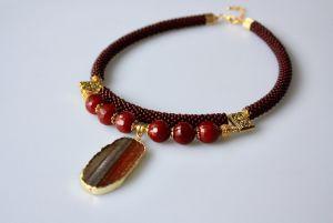 Ожерелье из бисера Вишневый аромат
