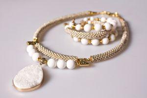 Цвет черемухи (ожерелье и браслет)