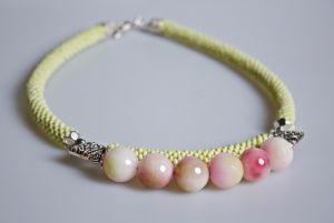 Ожерелье из бисера Нежность цветка