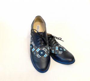 Взуття ручної роботи Жіночі броги з гуцульською вишивкою, сині