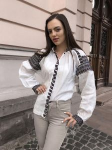 Мацигин Наталья Эксклюзивная вышивка с черно-красной геометрической давней вышивкой