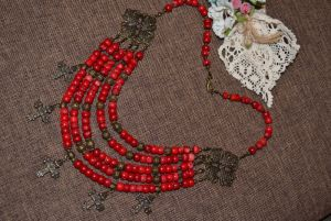 Квітка Медова Коралловое ожерелье с згардой