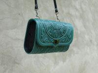 Жіноча шкіряна сумка клатч Трипілля зелена з тисненням