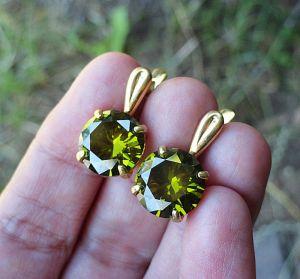 Сережки ручної роботи Позолочені сережки з оливковими цирконами