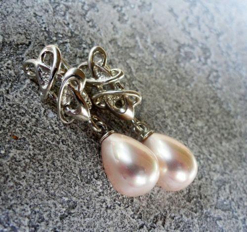 Серебряные серьги с нежно-розовой Майоркой